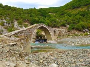 npl-overland-albanien-steinbrücke-2018