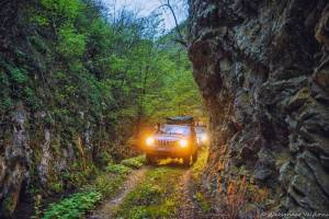 npl-overland-serbien-offroad-tour-goldrush-schlucht-engstelle